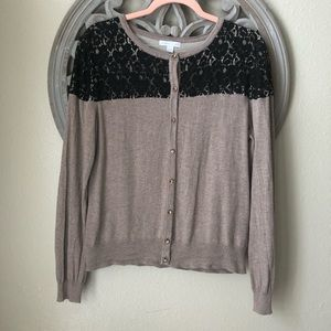 🍬 NY& Co taupe cardigan with black lace accent
